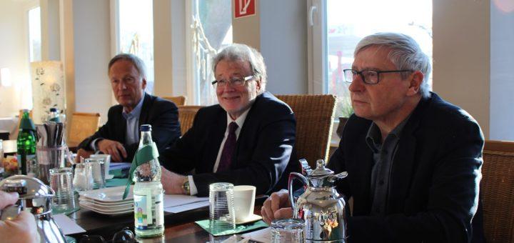 Bernhard Wies, Rainer Küchen und Rainer Frankenberg vom Vorstand des Wirtschafts- und Strukturrates Bremen-Nord. Foto: Harm