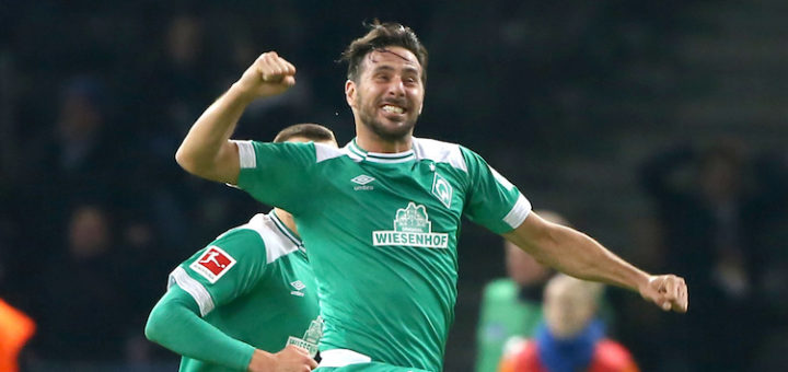 Springt wie ein Junger, trifft wie ein Junger: Werders Rekord-Senior Claudio Pizarro Foto: Nordphoto