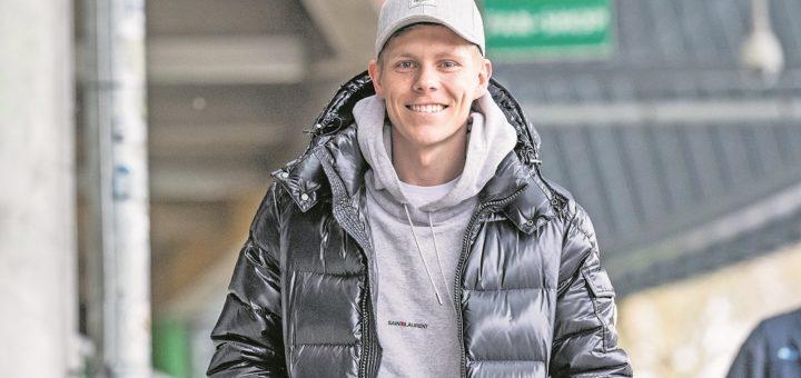 """Nach der Fuß-OP im vergangenen November sieht Aron Johannsson nun Licht am Ende des Tunnels: """"Mir geht es gut wie lange nicht"""", sagt der Offensivmann.Fotos (3): Nordphoto"""