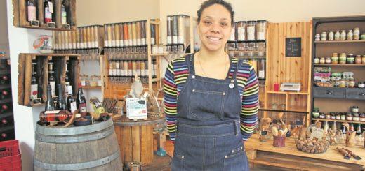 Gründerin Myriam Carneva hat in der Bremer Neustadt einen Unverpackt-Laden eröffnet. Foto: Lohmann