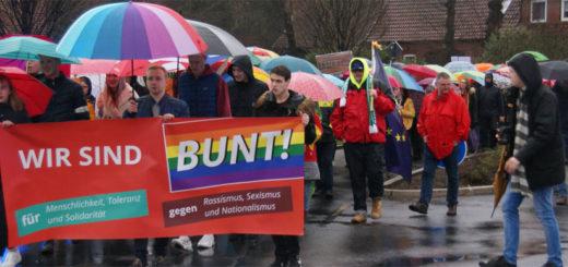 Die Veranstaltung der AfD im Hamme Forum war gestern Anlass für zwei Protestumzüge: Rund 300 Teilnehmer demonstrierten gegen Rechtspopulismus und für Toleranz. Foto: Möller