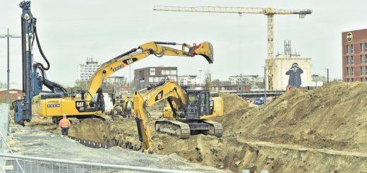 Die Arbeiten am Europahafen haben schon begonnen. Für 300 Millionen Euro will Unternehmer Kurt Zech hier vier Gebäude hochziehen für Büros, Wohnungen und Läden.Foto: Schlie