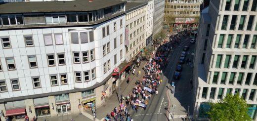 Ostermarsch durch die Bahnhofstraße