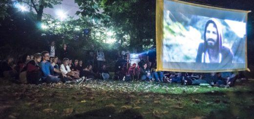 """Ein Filmerlebnis der besonderen Art versprechen die """"Film Night Rides"""", die im September erstmals nach Bremen-Nord kommen. Per Fahrrad geht es zu mehreren Orten, an denen per Lastenradkino Kurzfilme gezeigt werden. Foto: Peter Sämann"""