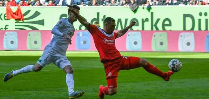 Wunderbar volley erwischt: Düsseldorfs Rouwen Hennings trifft zum 3:1. Foto: Nordphoto