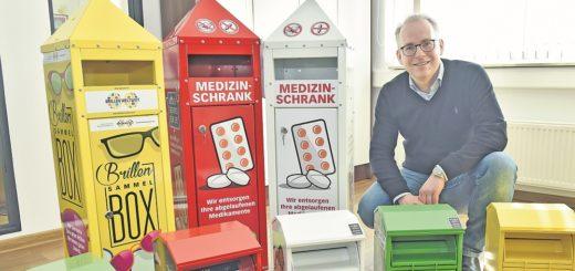 """Für Joba-Geschäftsführer Kai-Uwe Jobst ist auch das Design der Container wichtig: """"Wir sammeln hier keinen Müll, sondern Wertstoffe."""" Foto: Schlie"""