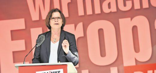 """Kristina Vogt eröffnet auf dem Bremer Markt die heiße Phase des Wahlkampfes: """"Das ist kalte Enteignung."""" Foto: Schlie"""