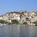 Die Panagia-Halbinsel thront über den Hafen von Kavala Foto: Kaloglou