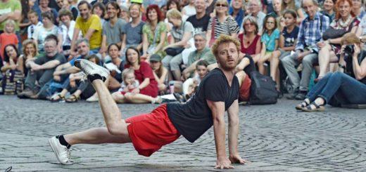 Imre Bernath ist ein wahrer Meister der Improvisationskunst. Er begeistert das ganze Publikum – von Jung bis Alt.Foto: Schlie