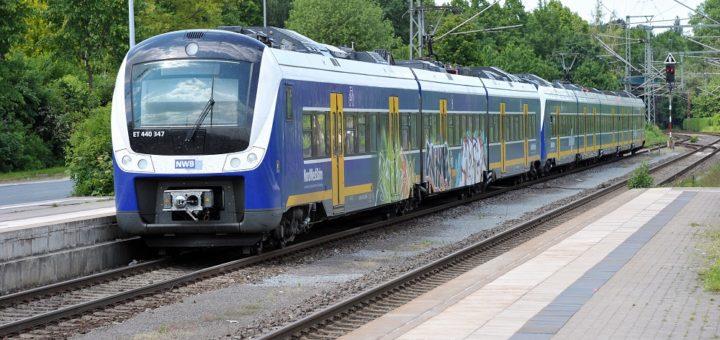 Seit Monaten fallen Verbindungen der Regio-S-Bahnen aus. Nun kündigt die Nordwestbahn ab Mitte August weitere Ausfälle auf der Linie RS1 an. Foto: Schlie