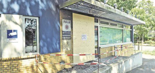 Zugenagelt und abgesperrt: Aufgrund der Schäden, die der Brand verursacht hat, kann zurzeit nicht in dem Revier gearbeitet werden. Foto: Schlie