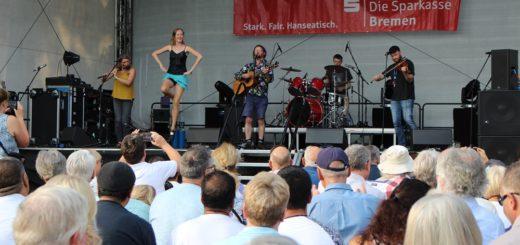 Nach der offiziellen Eröffnung des Festivals am Freitagabend spielten Eröffnung des Int. Festival Maritim mit Los Paddy's!. Foto: Harm