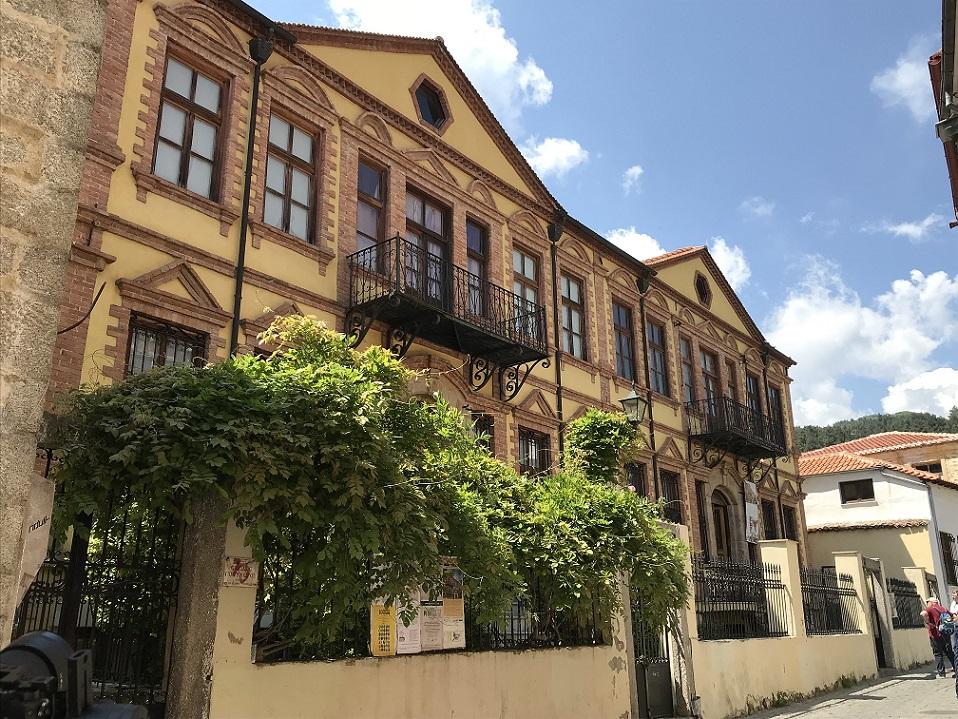 Die Herbergen der Tabakbarone in der Altstadt von Xanthi sind liebevoll restauriert und strahlen in neuem Glanz.