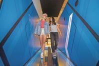 Für alle, die mutig unterweg sind: Balancieren über gläsernem Abgrund. Foto: UNiversum Bremen