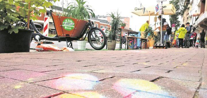 Nicht nur Radfahrer profitierten von der Aktion, auch Fußgänger hatten in den drei Stunden mehr Platz auf dem Gehweg. Fotos: Mader