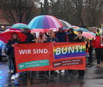 Im März gab es eine Gegendemonstration in Ritterhude, weil dort die AfD ein Frühlingsfest durchführte. Die Protestler warfen den Rechtspopulisten vor, Hetze und Hass zu verbreiten, die so Geschjoltenen sehen sich als Opfer einer Kampagne von links. Archivfoto: Möller