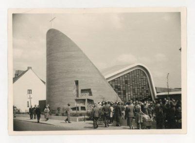 Auferstehungsgemeinde an der Drakenburger Straße. Das futuristische Gebäude wurde 1960 eröffnet. Foto: pv