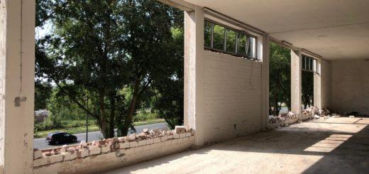 Die Fassade wird herausgerissen, um dort große Fensterfronten einzusetzen. Foto: Justus Grosse