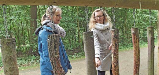 Das Waldxylophon ist nur eine von 15 Stationen auf dem Naturlehr- und Erlebnispfad im Stadtwald Bremen. Foto: Schlie
