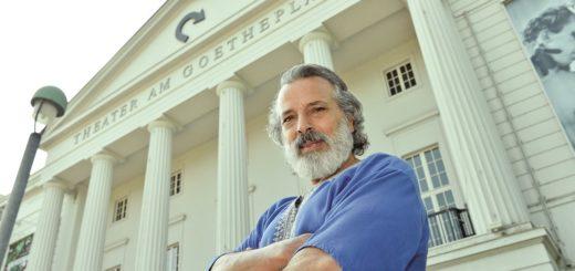 Chefmaskenbildner Rabi Akil geht nach 34 Jahren am Theater Bremen in Ruhestand. Foto: Schlie