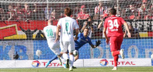 Davy Klaassen (links) trifft per Elfer zum 1:0. Foto: Nordphoto