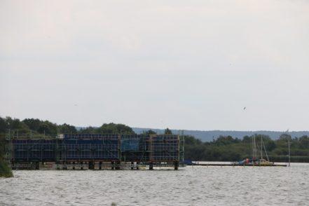Direkt auf dem Wasser wird gegenwärtig die Seesauna fertig gestellt. Bis Ende September soll sie fertig sein.