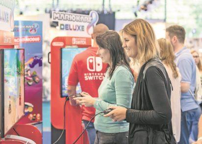 """Im Bereich """"Games for Families"""" in Halle 5 können Kinder und Jugendliche ebenso wie ihre Eltern analoge und digitale Spiele testen und erwerben. Fotos: M3B GmbH/Jan Rathke"""