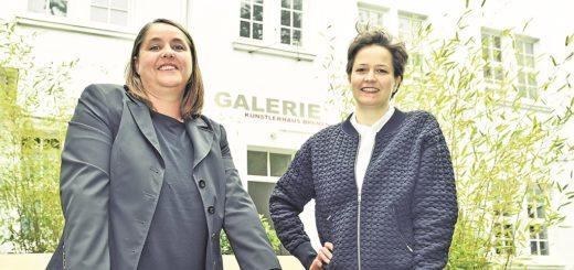 Geschäftsführerin Nicole Nowak (l.) und Kuratorin Nadja Quante (r.) kümmern sich um alle Abläufe im Künstlerhaus Bremen.Foto: Schlie