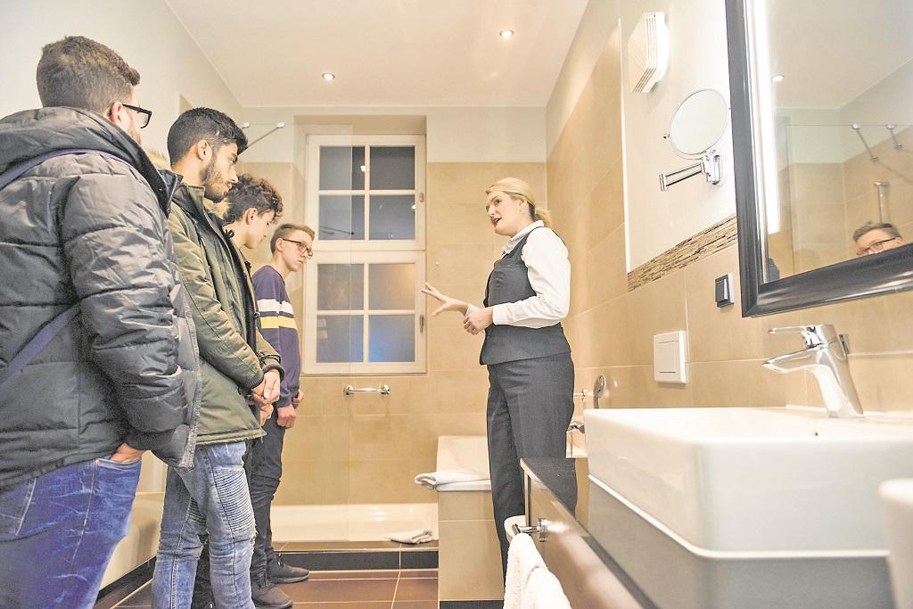 """Die Housekeeping-Gruppen können nach dem Lernen das Spiel """"Finde den Fehler"""" in den Hotelzimmern spielen. Foto:  pv"""