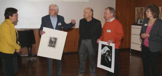 Museumsdirektorin Frauke von der Haar mit Harald Kühn, Mike Frank, Peter Richter und Kuratorin Karin Walter (v.l.) bei der Präsentation der aus den USA zurückgekehrten Fotos. Foto: Möller