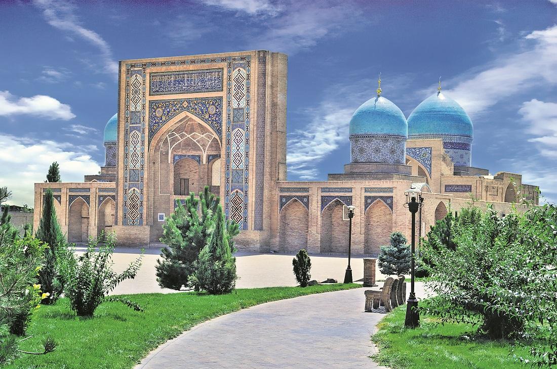 Die Kukeldash-Mahdrasa ist eines der historischen Bauwerke im usbekischen Taschkent. Foto: Air Astana