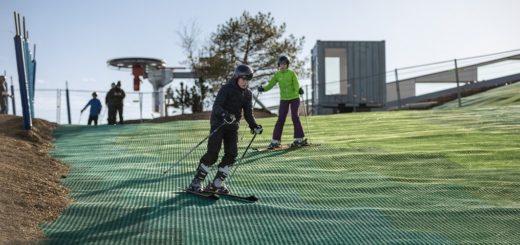 Grüne Matten statt maschinelle Beschneiung: Wedelspaß auf Dänisch.Foto: Copenhill