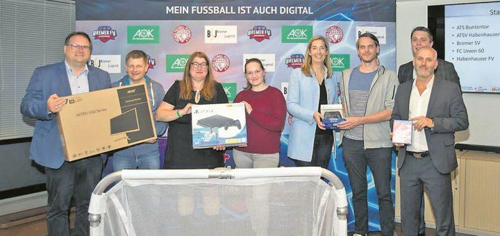 Sportsenatorin Anja Stahmann (Dritte von links) rüstet neun Sportvereine für ein einzigartiges Projekt aus.Foto: pv