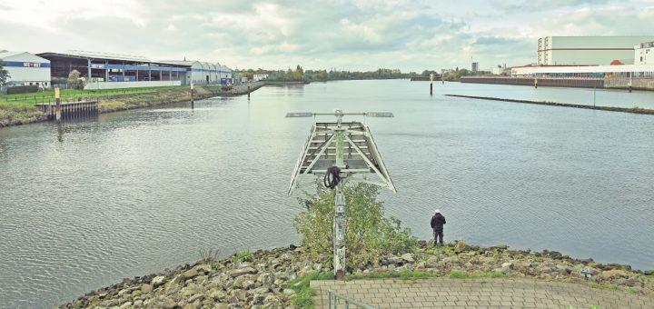 Noch geht der Blick ins Leere. Bis 2023 soll das vordere Woltmershausen jedoch durch eine Radfahrer- und Fußgängerbrücke mit der Überseestadt verbunden werden. Zwei weitere Brücken sind in der City sowie zwischen Habenhausen und Hemelingen in der Planung.Foto: Schlie