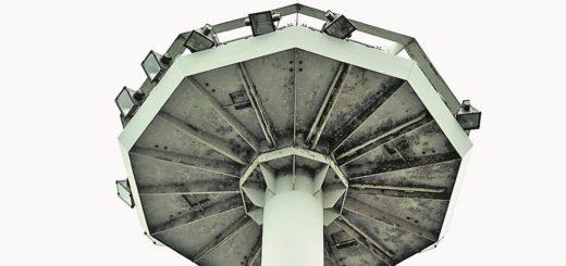 Aufgrund ihres Aussehens hießen die Leuchten am Nordwestknoten Ufo-Lampen. Ein Mast steht noch.Foto: Schlie