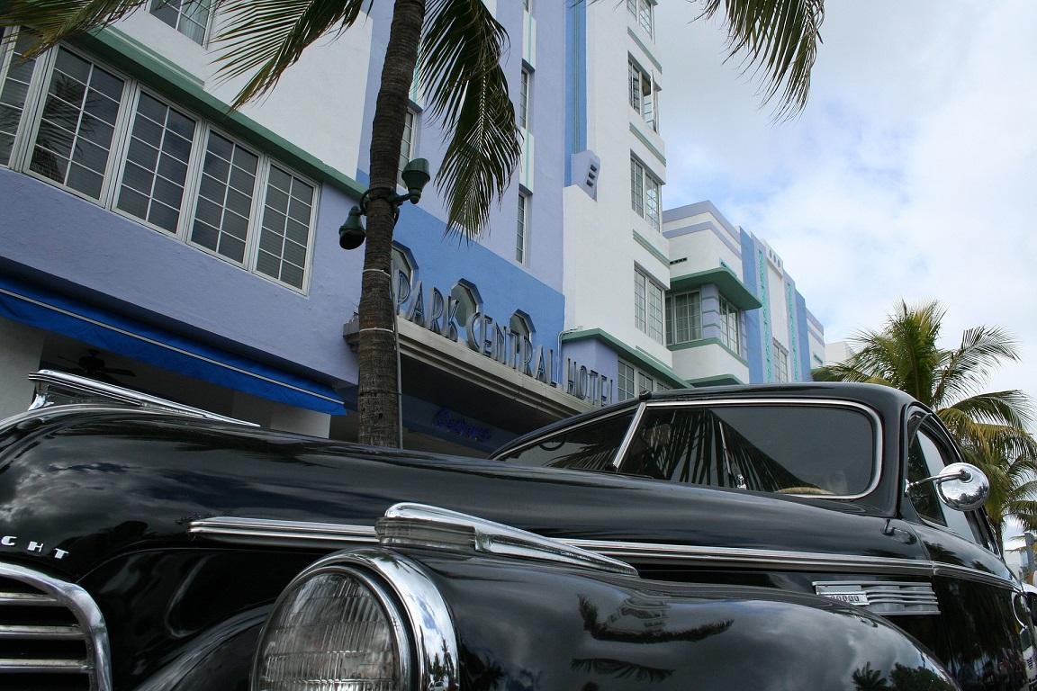 Der Ocean Drive – Ami-Schlitten und pastellfarbene Art-Deko- Gebäude. Foto: pixabay.com