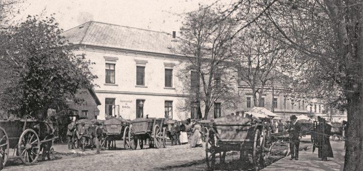 Markttag bei Gefken – das spätere Hotel Bremer Tor in Brinkum, um 1900. Die Fotos wurden von Elisabeth Heinisch, Gemeindearchiv Stuhr, zur Verfügung gestellt.