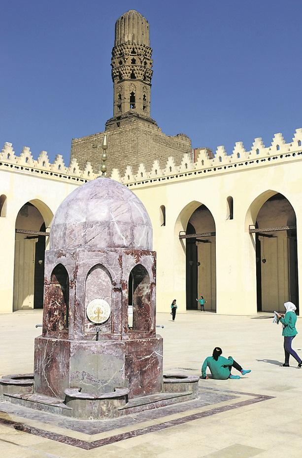 Die Al-Hakim-Moschee eine der größten fatimidischen Gotteshäuser Kairos.