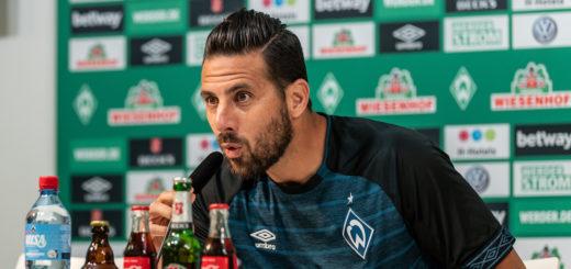 Die Hoffnung der Fans auf den nächsten Frühling von Vereinslegende Claudio Pizarro ist nahezu unstillbar. Foto: Nordphoto