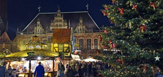 Der Bremer Weihnachtsmarkt auf dem Rathausplatz lockt mit seinem gemütlichen Flair jedes Jahr rund drei Millionen Besucher in die Innenstadt. Foto: av