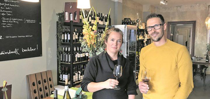 Die Neustädter Gründerin Diane Boldt setzt in ihrem Geschäft fast ausschließlich auf Bioweine. Winzer Philipp Rieger betreibt ein Weingut in Baden-Württemberg.Foto: pv