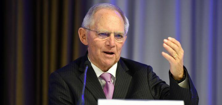Die zur Bildung einer Identität notwendige Abgrenzung dürfe sich nicht gegen Andere richten, warnte Wolfgang Schäuble bei seiner Rede in Bremen. Foto: Schlie