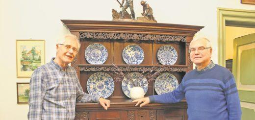 Klaus Gawelczyk (links), zweiter Vorsitzender, und der Vorsitzende Holger Schleider kümmern sich mit weiteren Ehrenamtlichen um das Heimatmuseum. Foto: Harm