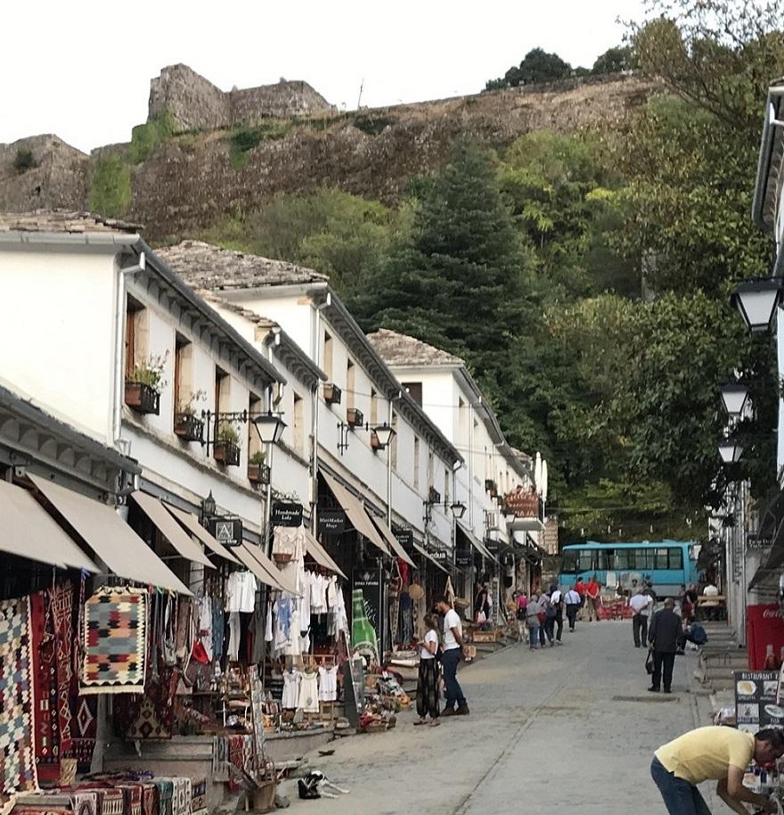 Das malerische Gjirokastra mit seinen restaurierten Häusern steht auf der Unesco-Weltkulturerbeliste.
