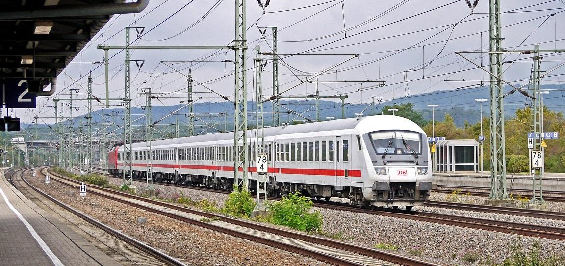 Bahnfahren wird 2020 günstiger. Foto: Erich Westerdarp Pixabay