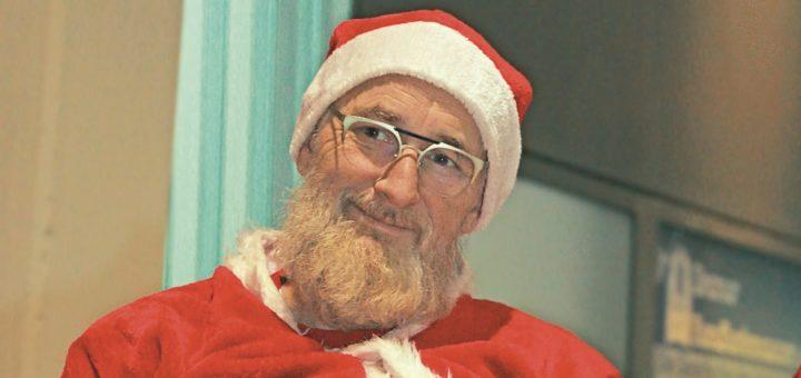 Kaffee trinkt Peter Lindemann gerne, als Weihnachtsmann darf es aber auch mal ein Glas Milch sein.