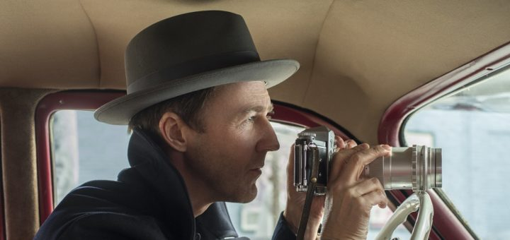 """Edward Norton spielt in """"Motherless Brooklyn"""" einen Privatdetektiv mit Tourette-Syndrom und führte selbst Regie. Foto: Warner"""