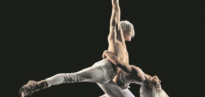 Das Duo Airskating beeindruckt mit einer ausgefallenNummer auf Rollen und in der Luft. Foto: RJ Muna, minkusimages