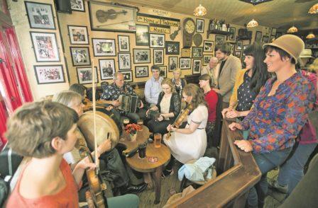Spontane Musik-Session in einem Pub – auch das ist Galway. Foto: Tourism Ireland