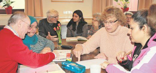 Ehrenamtliche und Flüchtlinge treffen sich in den Sprach-Cafés des MGH bis zu drei Mal die Woche. Hier sollen Deutschlernende eine Gelegenheit bekommen, ihr Gelerntes anzuwenden.Foto: Gräf